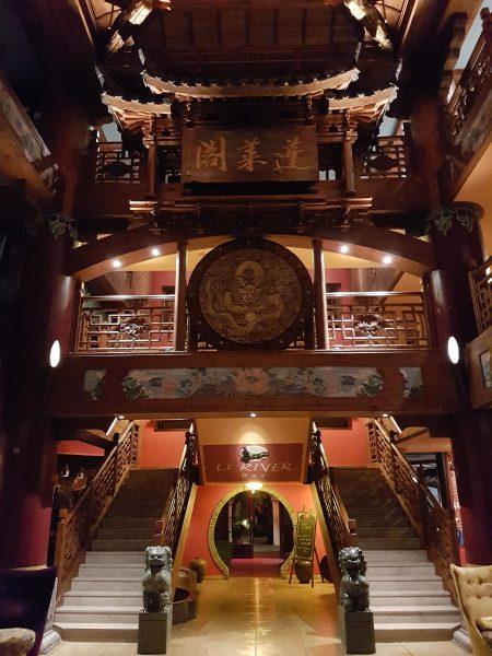 Eingangshalle - Treppen.jpg